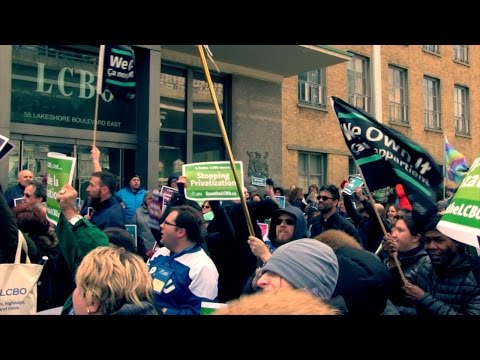 Delegates rally in support of OPSEU members at the LCBO