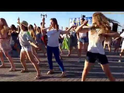 Астрахань. Танцы на День Молодежи