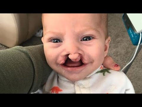 Zorbalığa Uğrayan Bebeğin Annesi Gözyaşlarına Boğuldu, Sonra Garson Ona Bir Sürpriz Yaptı