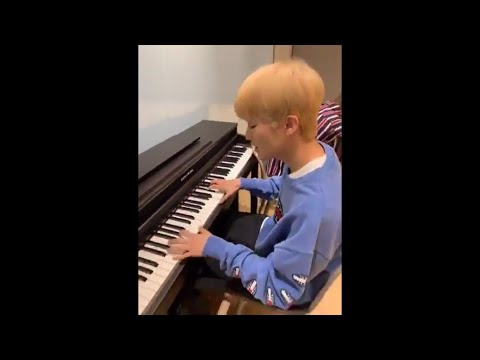 """190530-mark-playing-the-piano-+-singing-to-frank-ocean's-""""forrest-gump"""""""