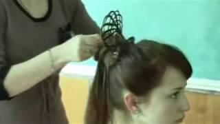 Фантазійна зачіска на основі плетіння сіточками