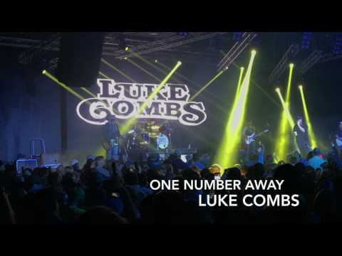 Luke Combs  e Number Away