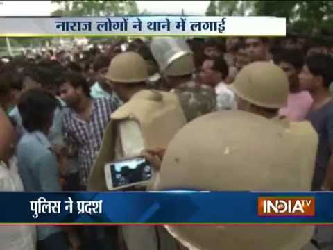 Clash Between People and Police at Hamirpur in UP - India TV