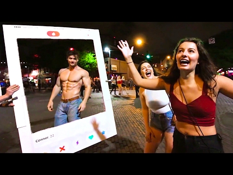 Picking up Girls with TINDER in REAL LIFE