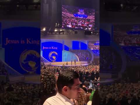 Kanye West Joins Joel Osteen at Lakewood Church