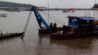 Kapal Penyedot Pasir di Pacitan