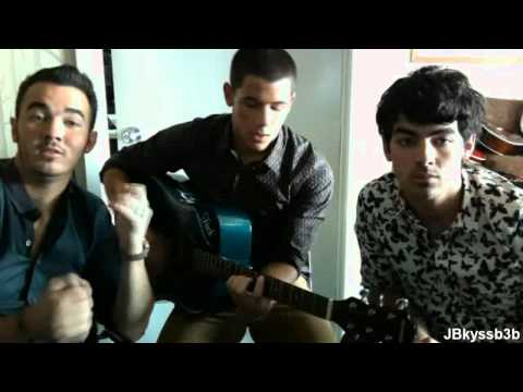 Jonas Brothers singing old songs Live Chat 8 20 12