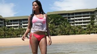Sexy Veena Malik shoots in Bikini