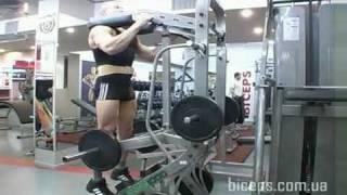 Как накачать икры ног. Упражнение на икры стоя в тренажере. Подъем на носки стоя.(Как накачать икры ног, Упражнение на икры стоя в тренажере. Подъем на носки стоя. Техника в рамках методики..., 2009-11-07T16:43:51.000Z)