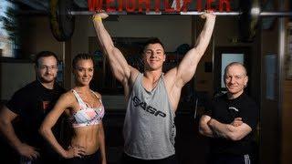 Natural Bodybuilder Meets Weightlifter (eng sub)