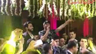نجوم مسرح مصر يرقصون على غناء تامر حسني في زفاف محمد أنور