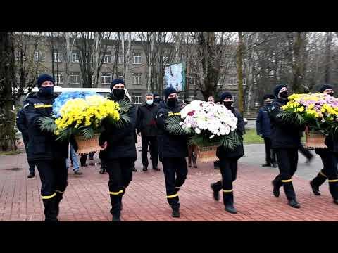 MYKOLAIV DSNS: Покладання квітів до пам'ятника «Скорботний янгол Чорнобиля»