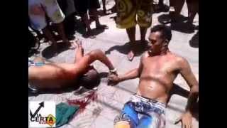 Repeat youtube video Dupla de assaltantes é linchada na rua Natal em Cidade da Esperança