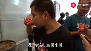 王四去陕西杨凌参观学习,看见了一个大石磨,比自己家里的大很多
