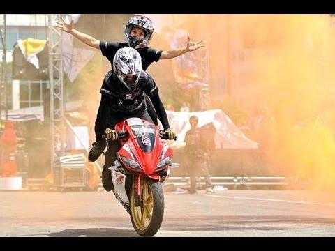 Moto phân khối lớn làm xiếc trông lễ hội Moto Việt Nam 2013