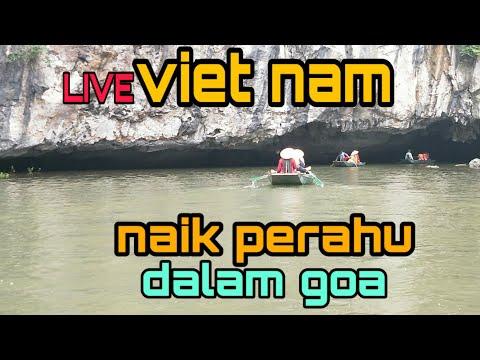 naik-perahu-di-vietnam