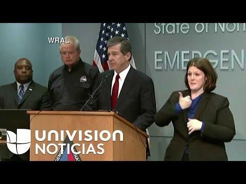 El gobernador de Carolina del Norte, Roy Cooper, ofrece una conferencia de prensa