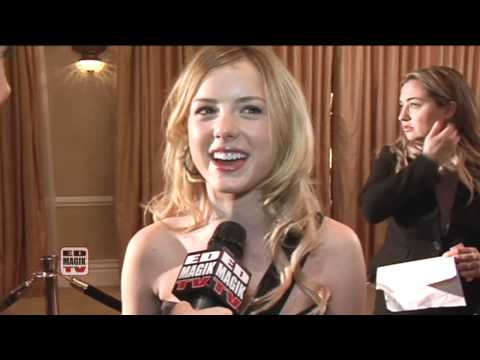 Laura Wiggins Actress Interview on the Red Carpet at Night of 100 Stars 2011 fragman