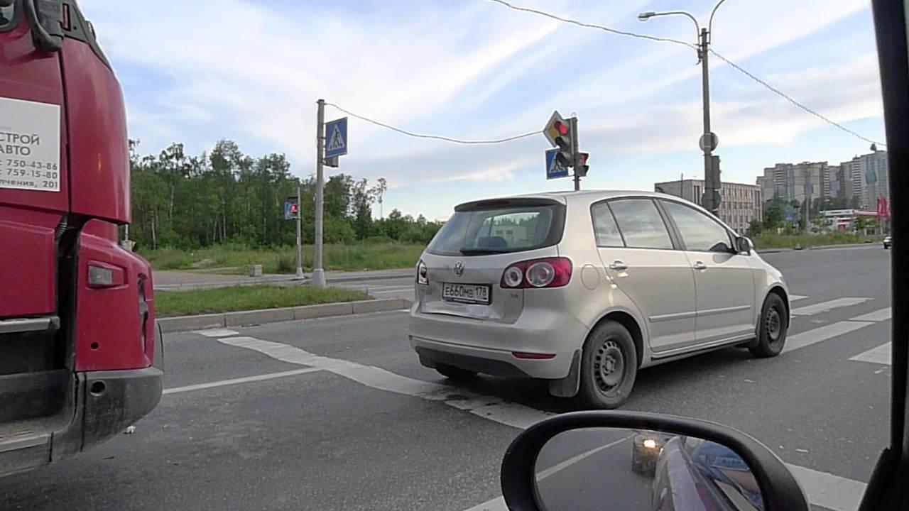 КАМАЗ врезался в Volkswagen на Северном