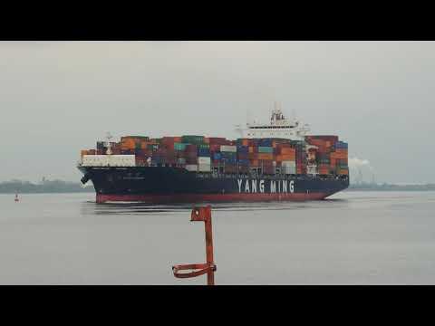 Delaware river shipping