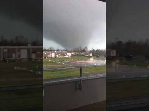 Tornado in New Orleans East: Watch as the tornado touches down