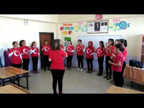 Öğrenciler, İşaret Diliyle İstiklal Marşını Okudu