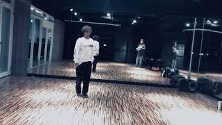 一起練舞。with Zoe music:sudando Limpio. Simpson Ahuevo