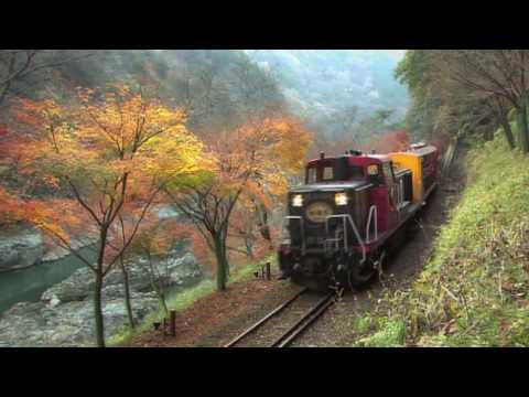 秋の嵯峨野トロッコ列車(京都・嵯峨野観光鉄道トロッコ列車) - YouTube