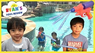 Ryan ToysReview playtime with water toys