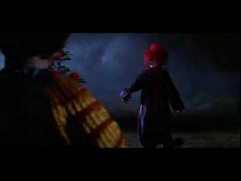 A scene in Killer Klowns from Outer Space (1)