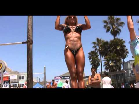 Fitness Goddess pullups at Muscle Beach