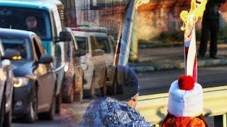 Петрозаводск встретил Олимпийский огонь(Петрозаводск, 22 октября 2013 года. На улицах Петрозаводска прошла «Эстафета Олимпийского и Паралимпийского..., 2013-10-23T07:46:16.000Z)