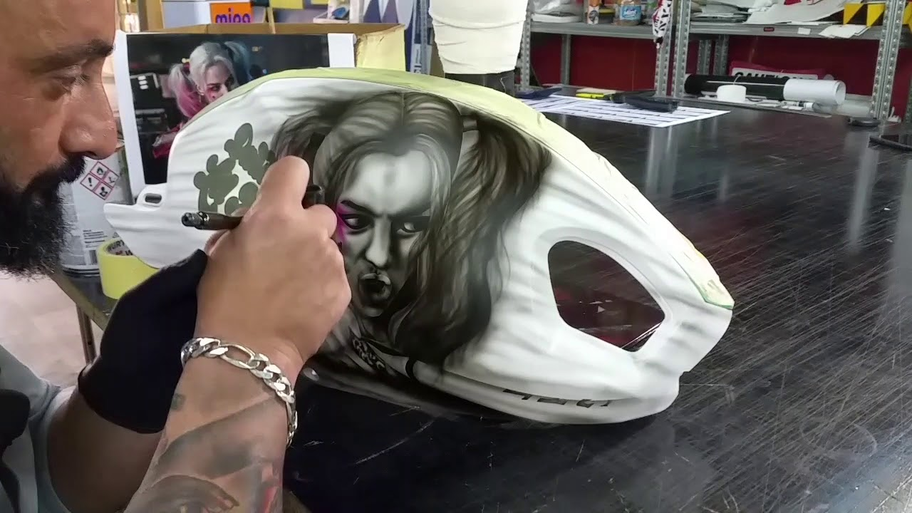 8ba1e3895bda5a Suicide squad Airbrush Harley Quinn - YouTube