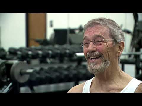 El reto más bestia: un hombre celebra su 70 cumpleaños haciendo 1.000 abdominales