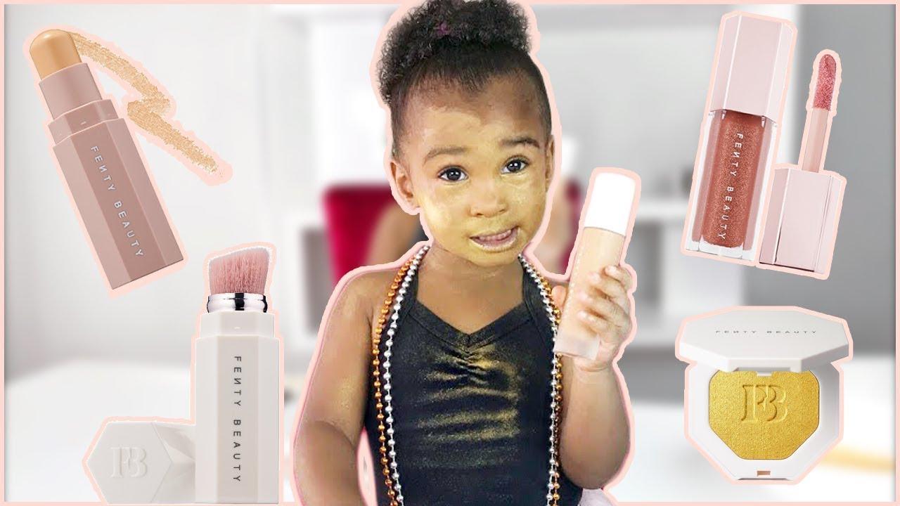 2-годишно девојче се шминка со производите од колекцијата Fenty на Ријана