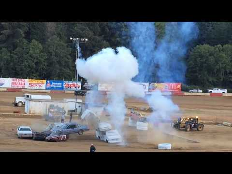 One Big Car Jump in Coos Bay Speedway 2017