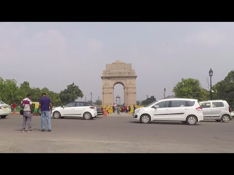 Driving on Rajpath (India Gate) & Tilak Marg - New Delhi, India