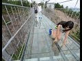 Lagu Tourist terrified by new glass walkway that cracks under weight in China