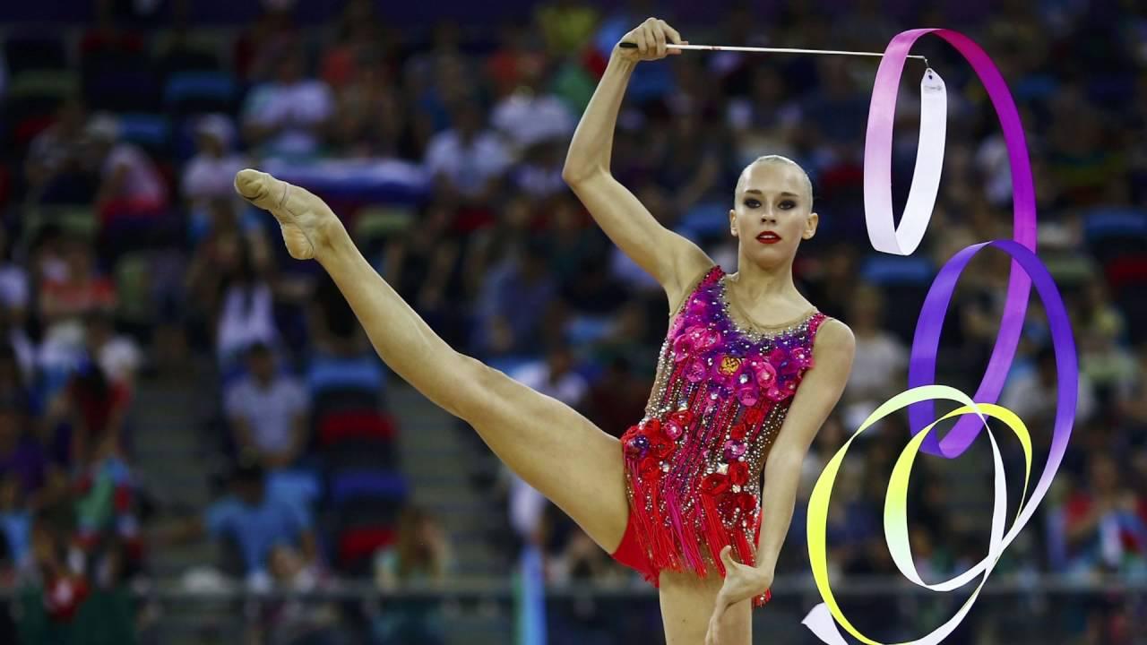 С крутыми гимнастками