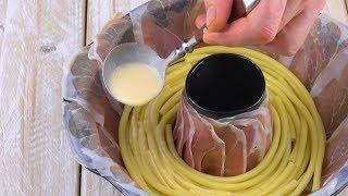 Llena un molde de horno con jamón. ¡Esto va a estar delicioso!