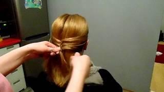 eleganckie upięcie na włosach o średniej dlugości