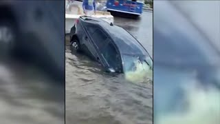 Men rush to rescue woman from sinking car in Jacksonville Beach