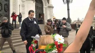 Anti-Putin Femen protesters strip off