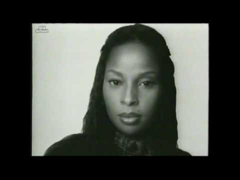 Mary J. Blige receives The 2000 Sammy Davis Jr. Entertainer Of The Year Female Award