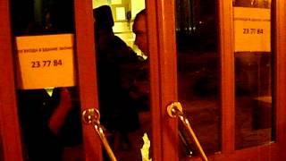 Волжский ТИК Саратова не пускают людей(, 2012-03-05T17:16:38.000Z)