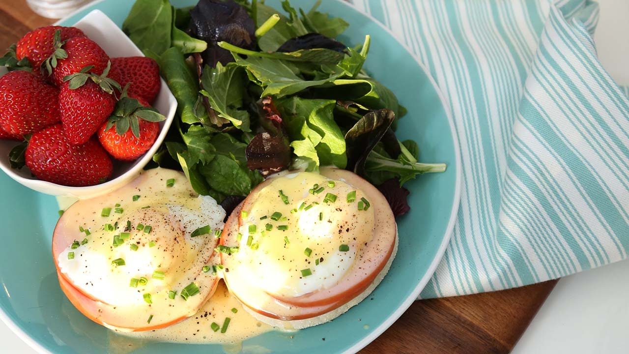 how to eat eggs benedict