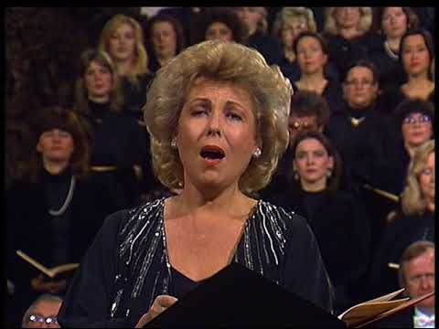 Arleen Auger's Strong Chest Voice and Angelic Gleaming Top