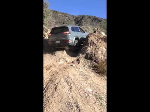 2014-jeep-cherokee-trailhawk-offroad-hillclimb