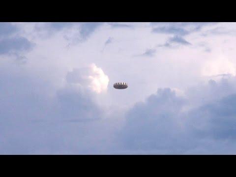 UFO in the sky of AUSTRALIA (CGI)