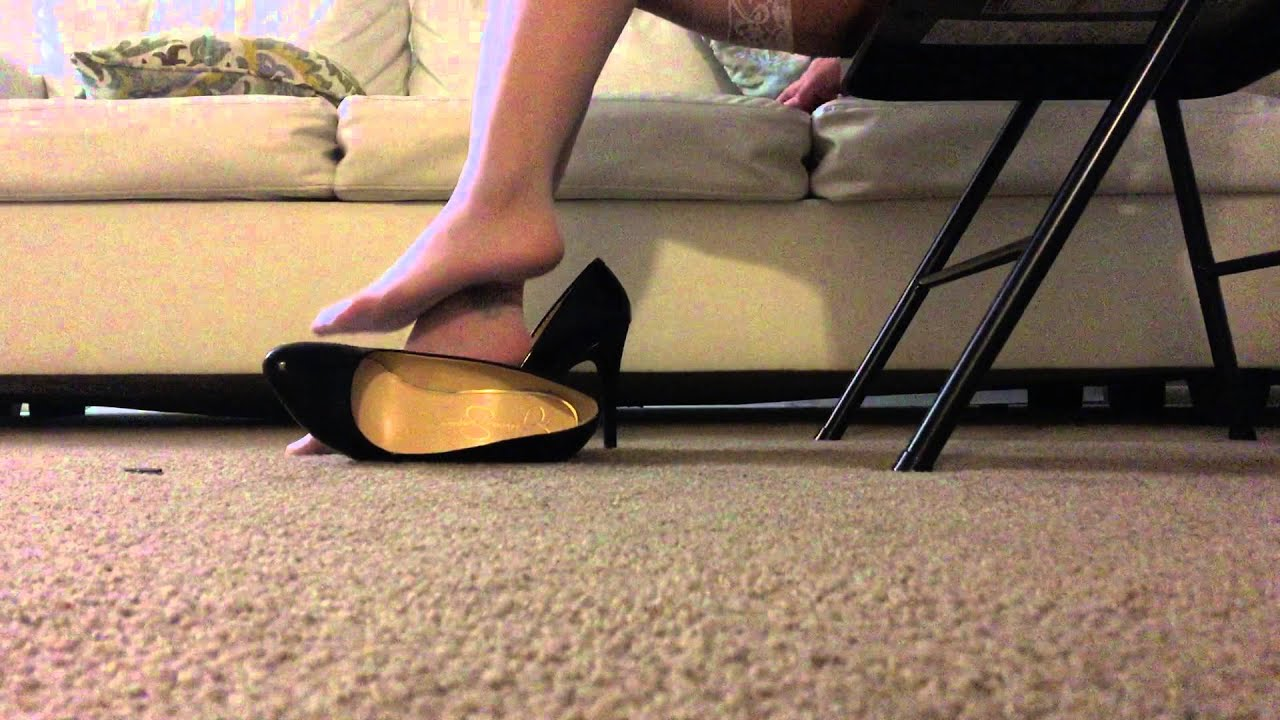 shoe-dipping-black-pumps-videos